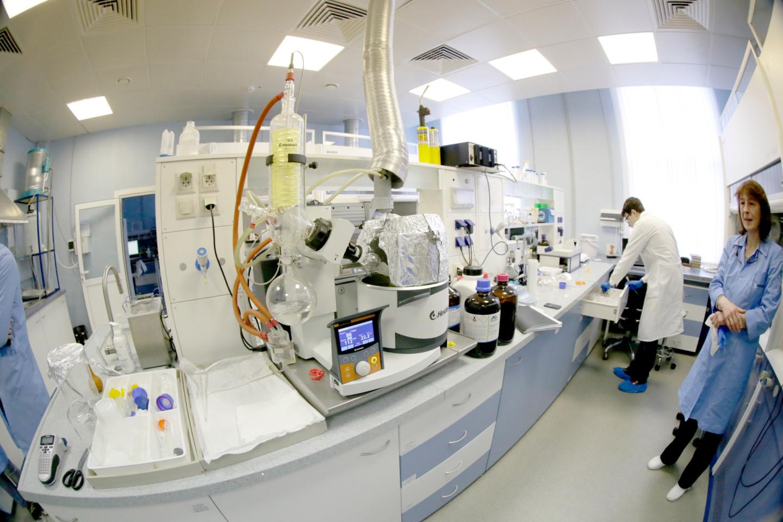 Химическая лаборатория, где синтезируют митохондриальный антиоксидант SkQ1