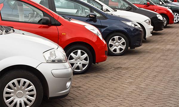 Названы города России, где покупают самые дорогие автомобили
