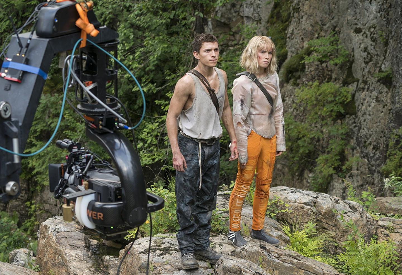 Том Холланд и Дэйзи Ридли на съемках фильма «Поступь хаоса»