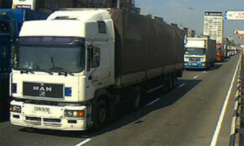 Движение грузовиков по МКАД в дневное время запретят