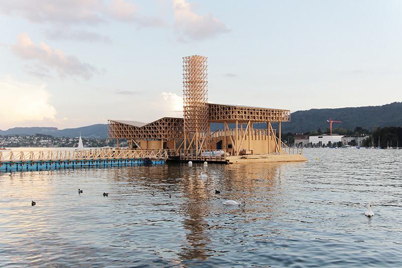 «Павильон отражений» — плавучая площадка на Цюрихском озере