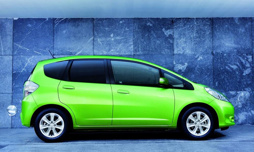 В Японии начались продажи гибридной Honda Fit