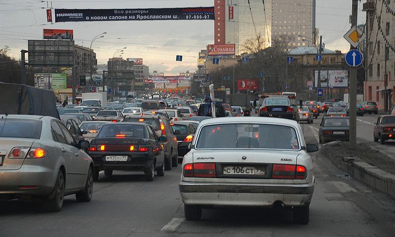 Экономика теряет до 9% ВВП в пробках и потребует деньги с водителей