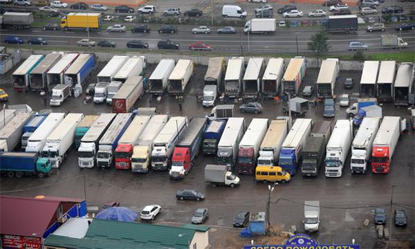 В центре Москвы появятся парковки для фур