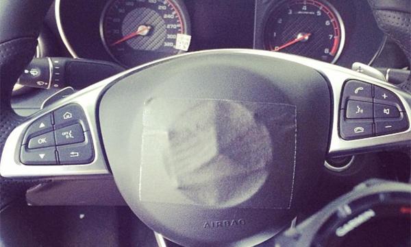 В сети появились фотографии салона Mercedes C63 AMG