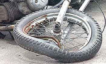 Мотоциклист, скрываясь от погони, сбил инспектора ДПС