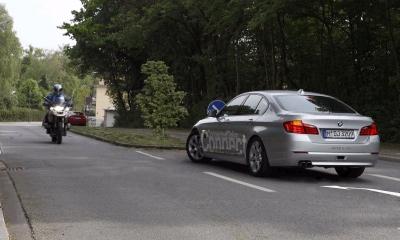 BMW создал систему помощи при повороте налево