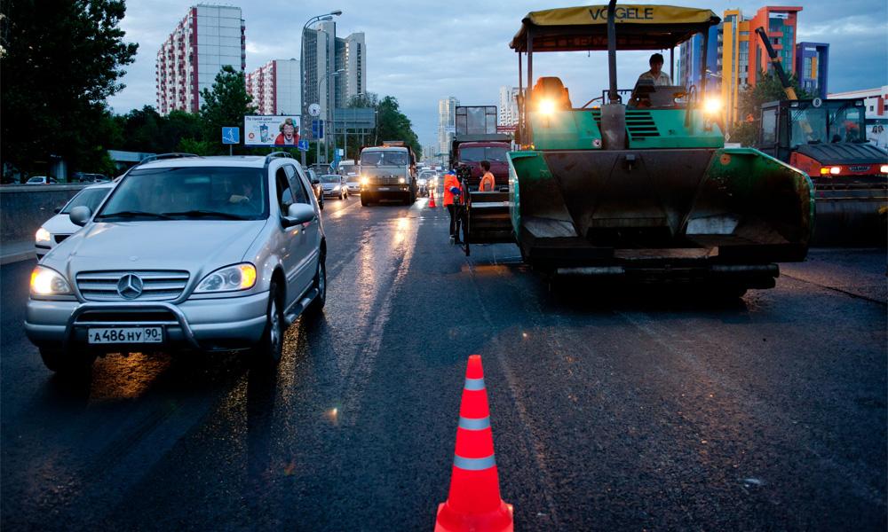 Многокилометровые пробки в Москве объяснили заменой асфальта