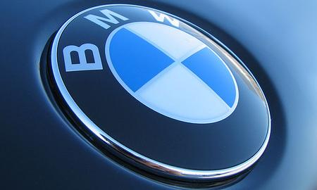 BMW лидирует по продажам в премиум-сегменте