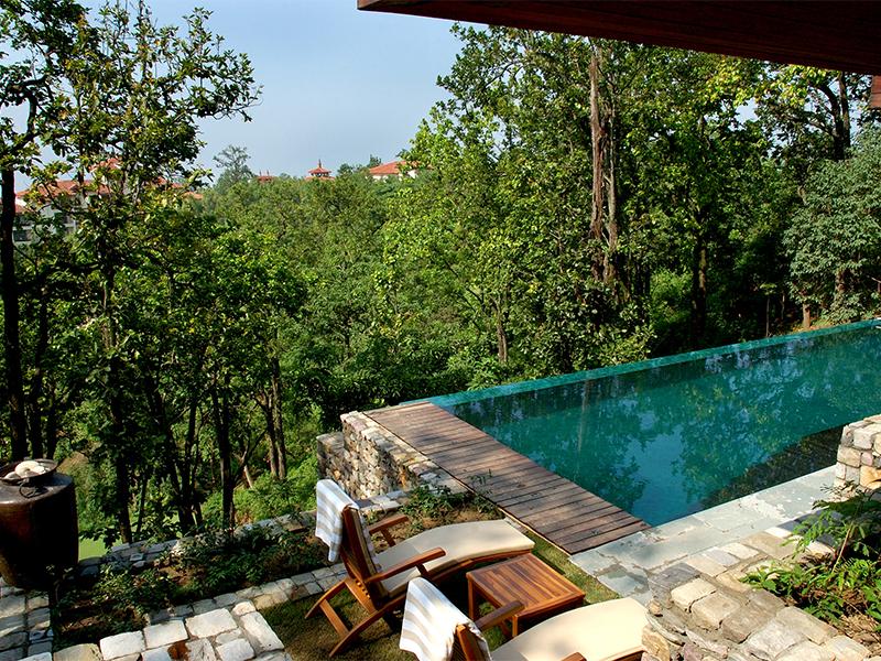 Бассейн на вилле Ananda in the Himalayas