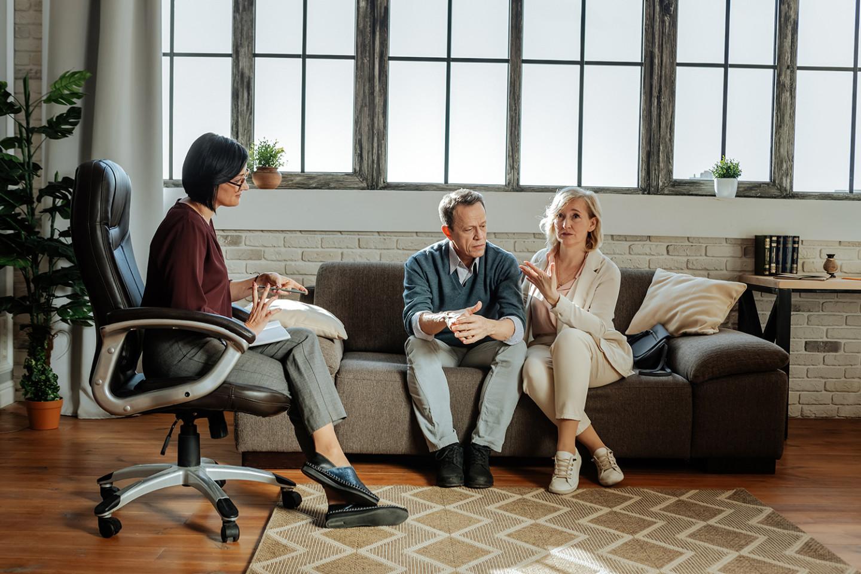 Консультация психолога поможет справиться с негативными эмоциями