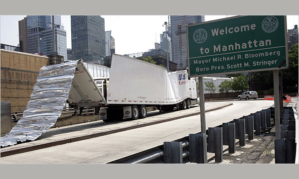 В Нью-Йорке фура разгромила подземный тоннель