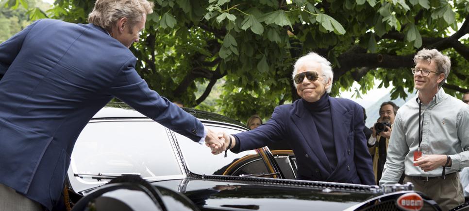 Саймон Кидстон поздравляет Ральфа Лорена с Гран-При самого престижного европейского конкурса элегантности Villa d'Este, 2013