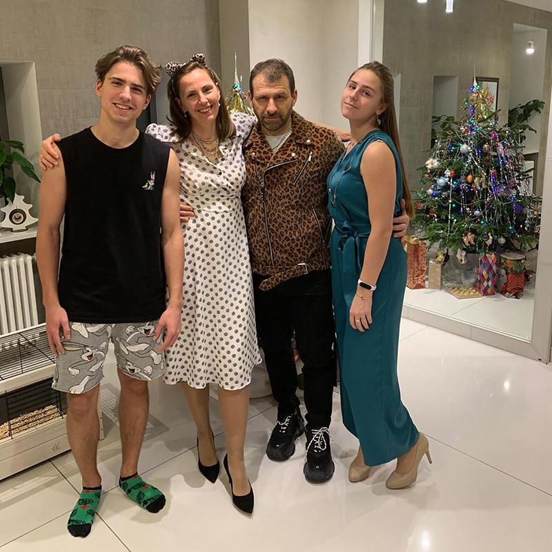 Екатерина и Игорь Рыбаковы с детьми