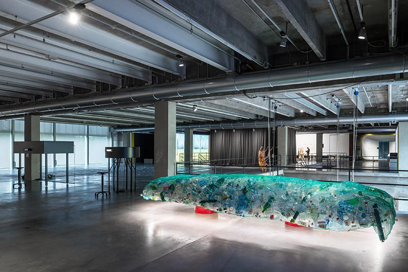 Инсталляция в рамках выставки «Грядущий мир: экология как новая политика. 2030–2100» в музее «Гараж»