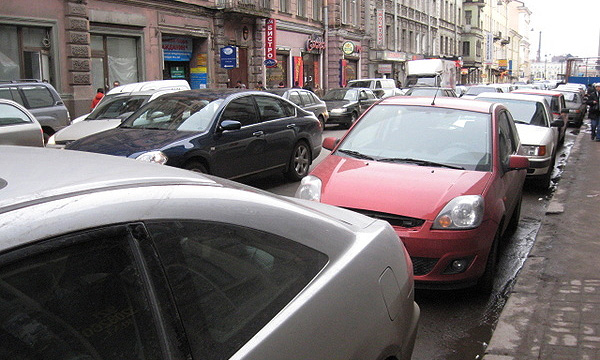 Легковой автопарк Санкт-Петербурга превысил 1 млн автомобилей