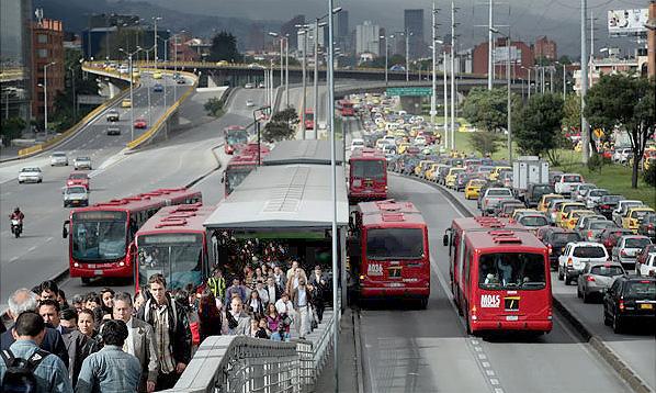 В Колумбии показали, как надо делать выделенные полосы для транспорта