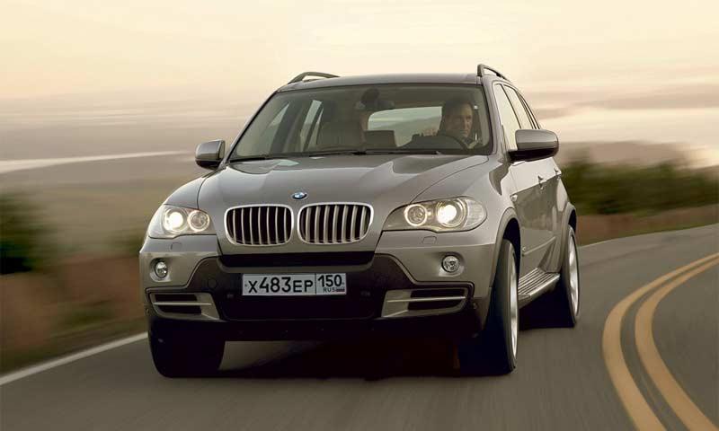 Олимпийским чемпионам подарили внедорожники BMW X3 и X5