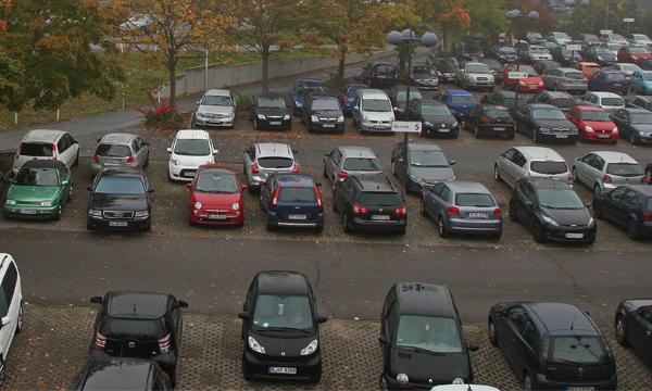 Названа стоимость абонементов на плоскостные парковки