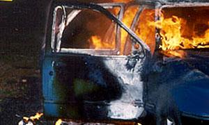 В Махачкале сгорел автомобиль с тремя пассажирами