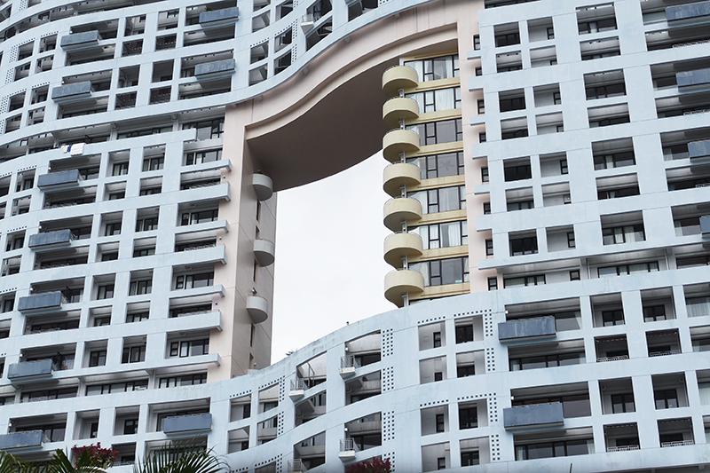 Жилой дом Repulse Bay с отверстием в фасаде, Гонконг