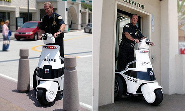 Для полицейских создали трехколесные электромопеды