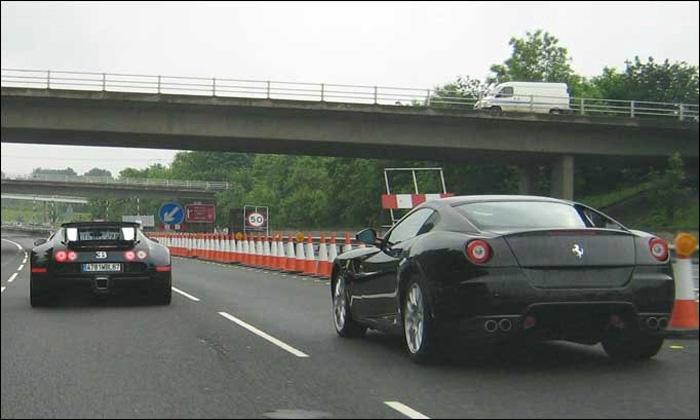 Bugatti Veyron и Ferrari 599 устроили гонки на шоссе