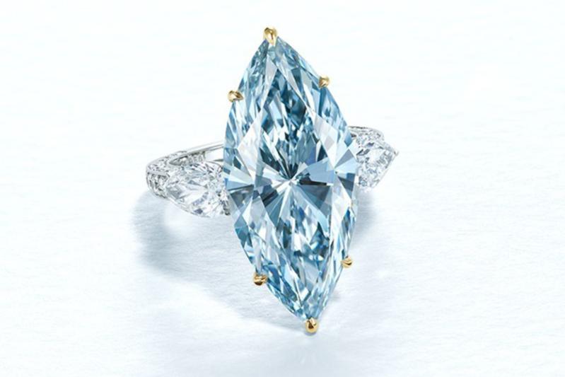 Кольцо с бриллиантом оттенка Fancy Intense Blue (12,11 карата)