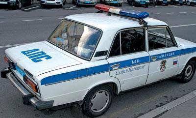 В Петербурге пьяный водитель намеренно протаранил полицейских и скрылся