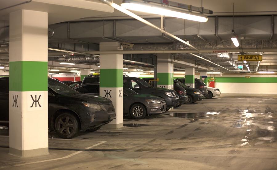 Почему пустуют подземные паркинги в новых домах Москвы
