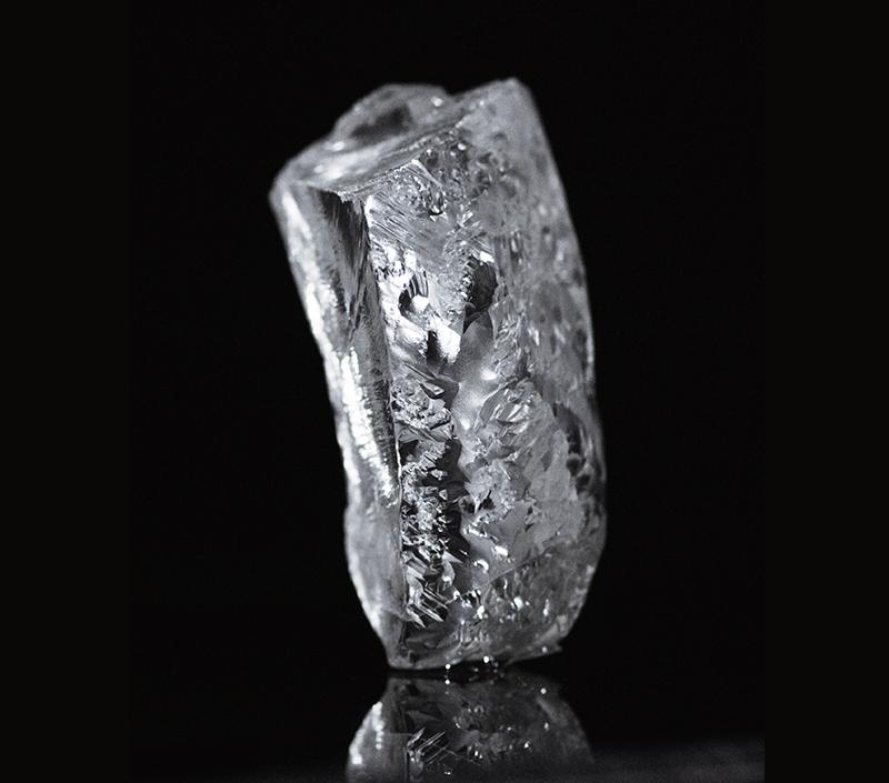 Необработанный алмаз весом 404 карата из Анголы