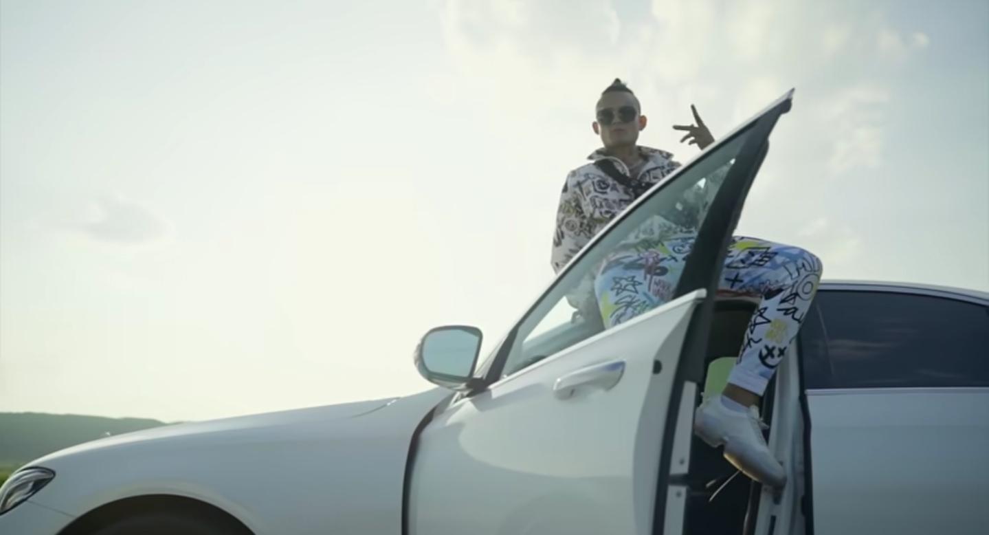 Кадр из клипа «Новый мерин»