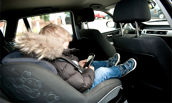 МВД предложило разрешить возить детей без автокресла с семи лет
