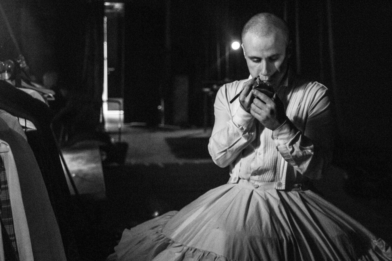 Никита Кукушкин перевоплощается в Даму приятную в спектакле Кирилла Серебренникова «Мертвые души»