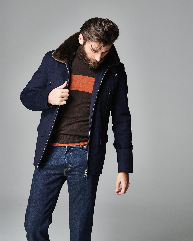 Куртка Seraphin; водолазка Malo; джинсы Jacob Cohen (бутик Frame Moscow)