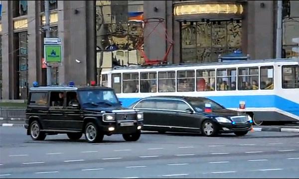 Самые длинные VIP-кортежи с мигалками. Видео