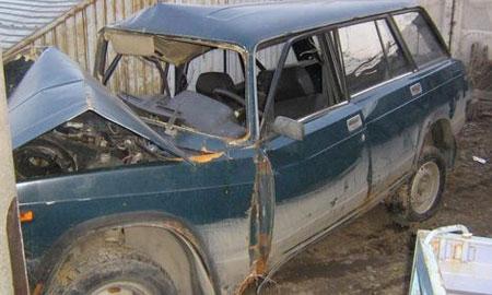 Женщина-водитель за рулем ВАЗ-21043 не справилась с управлением