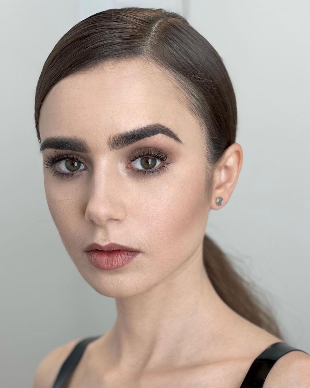 Лили Коллинз