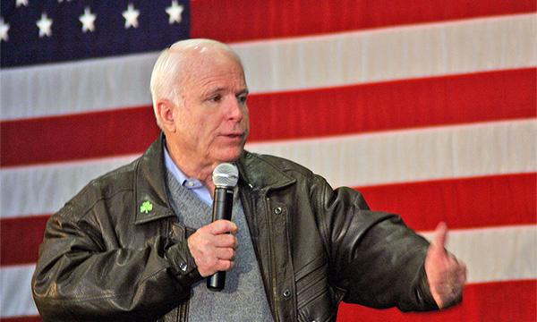 Джон Маккейн пообещал 300 млн долларов изобретателю экономичных аккумуляторов