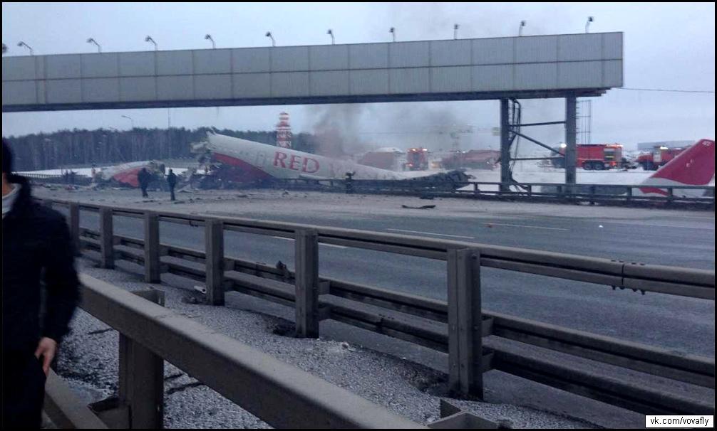 Киевское шоссе перекрыли из-за упавшего самолета