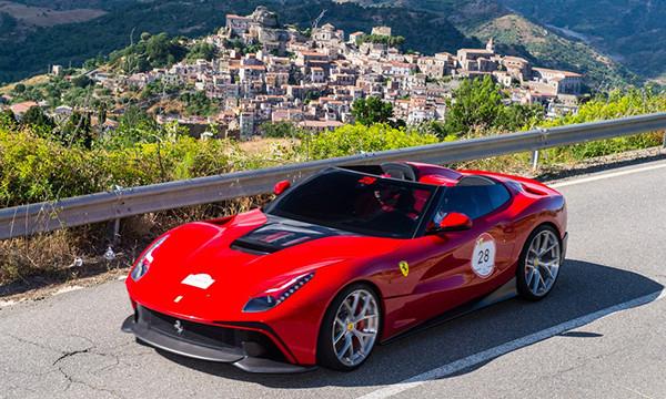 Ferrari представила суперкар F12 TRS