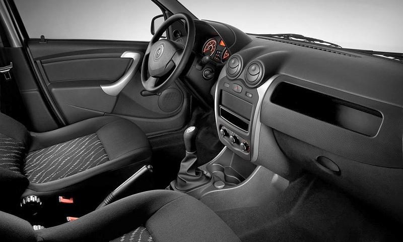 Renault обновил интерьер седана Logan