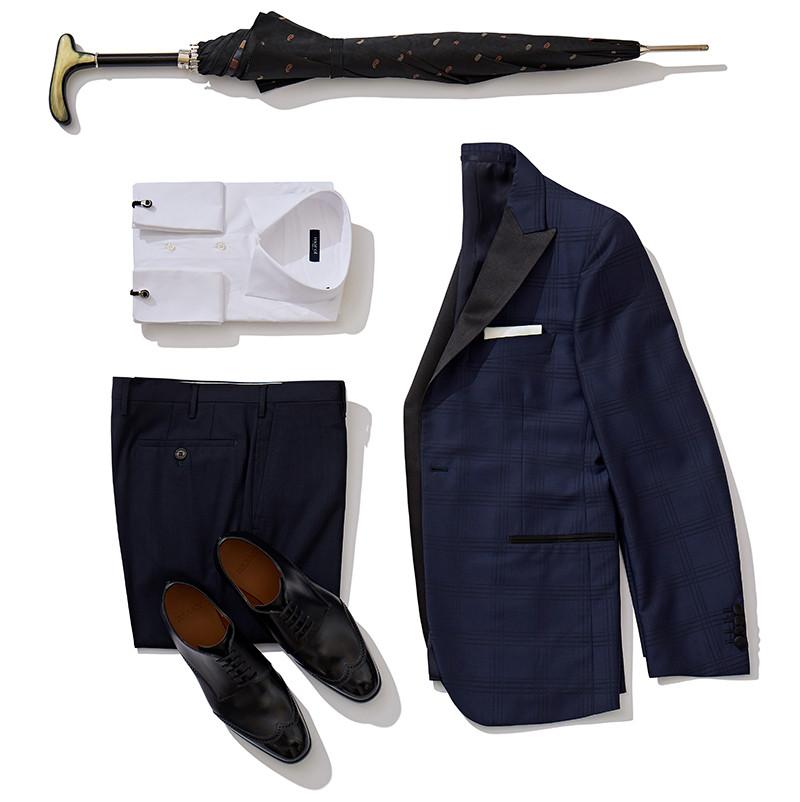 Пиджак и брюки Atelier Portofino, сорочка и платок Marol, запонки Tateossian, обувь Bally, зонт Pasotti