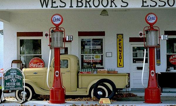 Цена бензина в США упала до минимума