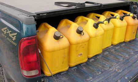 В Киргизии продажу бензина ограничили 10 литрами в одни руки