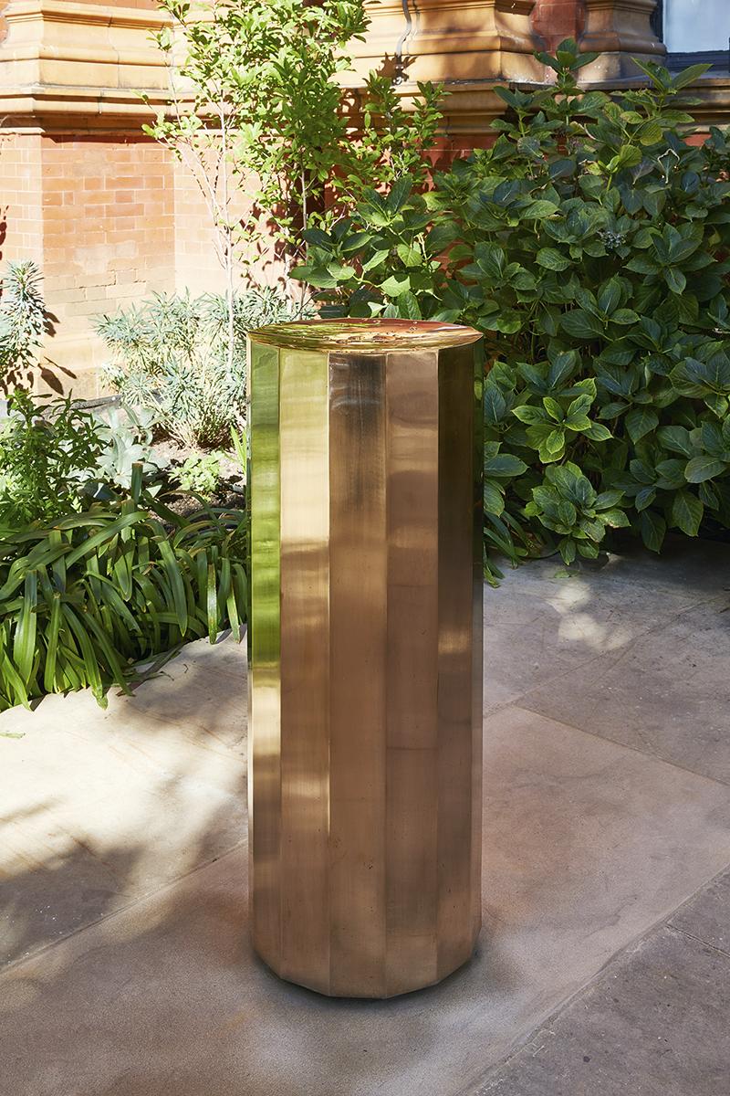 Фонтан для питьевой воды, проект A Fountain for London, дизайн Майкла Анастассиадиса. Во дворе Музея Виктории и Альберта, London Design Festival, сентябрь 2018