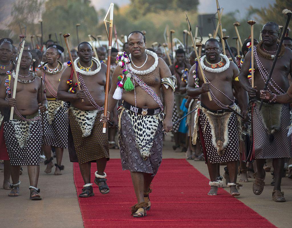 Король Свазиленда Мсвати III (в центре).
