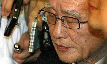 69-летний основатель Daewoo Ким Ву Чун слушает приговор
