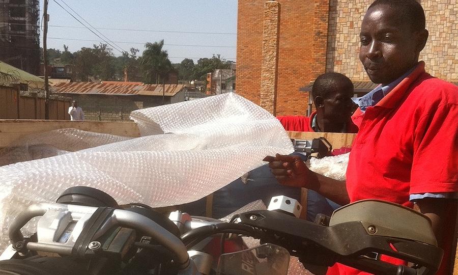 Путешествие на мотоцикле по Африке: как перевезти мотоцикл из Уганды в Европу