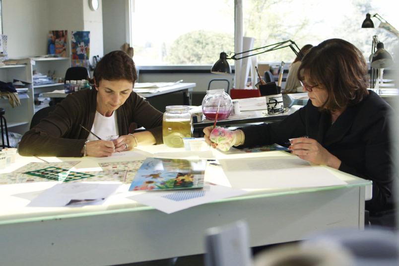 Все варианты дизайна разрабатываются в ительянских студиях Ferragamo